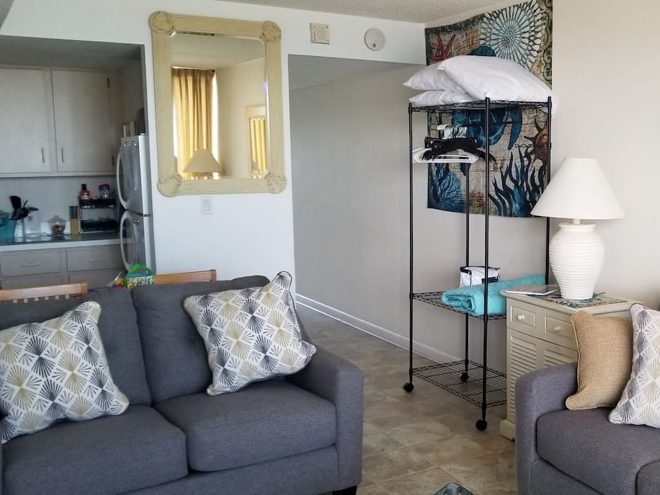 Oceanfront studio with direct beach access