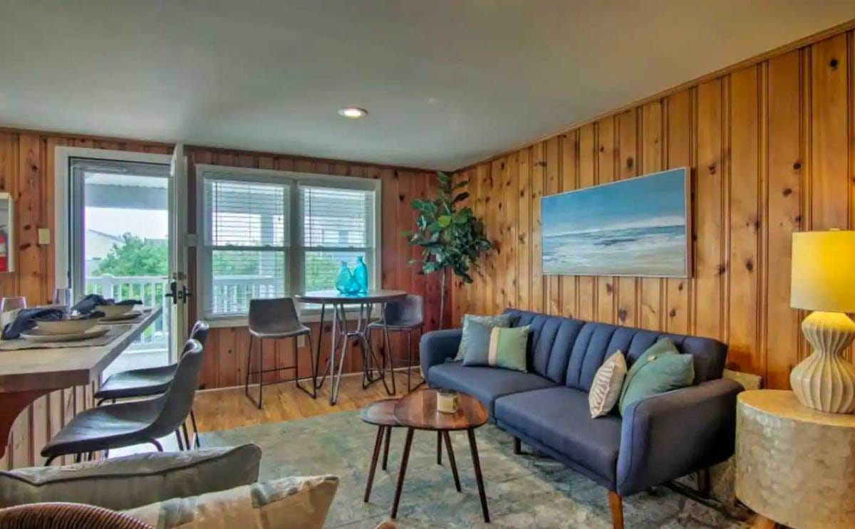 condo with deck OC airbnb
